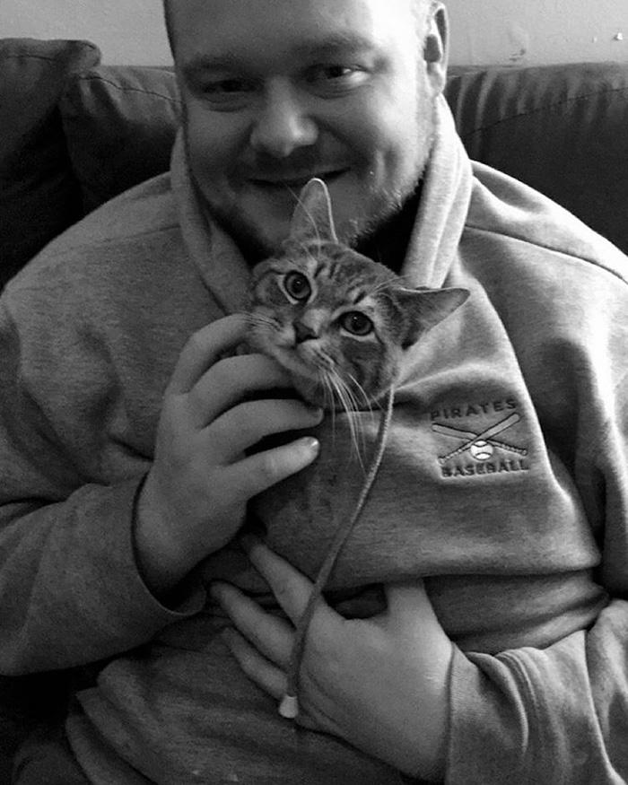 adopted-cat-sits-like-human-wilbur-wolfpackago-2