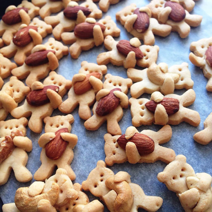 Nut-hugging Bear Cookies