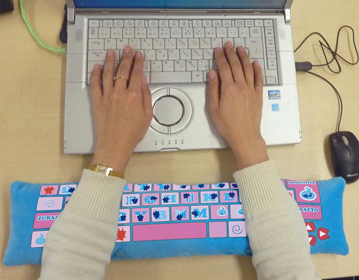 cute-pc-wrist-rest-cushion-japan-11