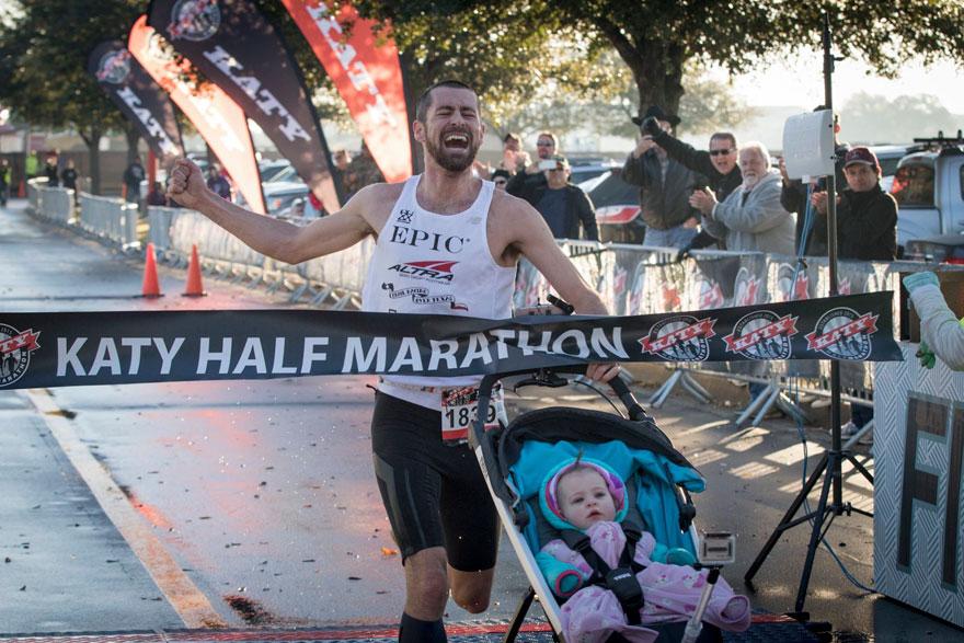 dad-wins-marathon-pushing-stroller-baby-daughter-calum-neff-1