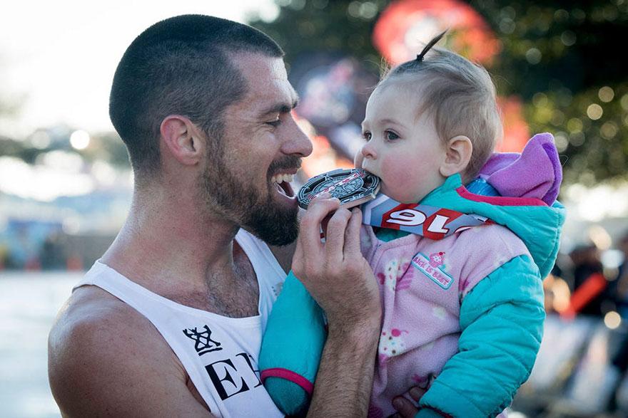 dad-wins-marathon-pushing-stroller-baby-daughter-calum-neff-2