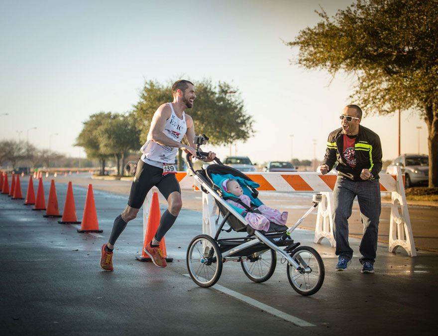 dad-wins-marathon-pushing-stroller-baby-daughter-calum-neff-3