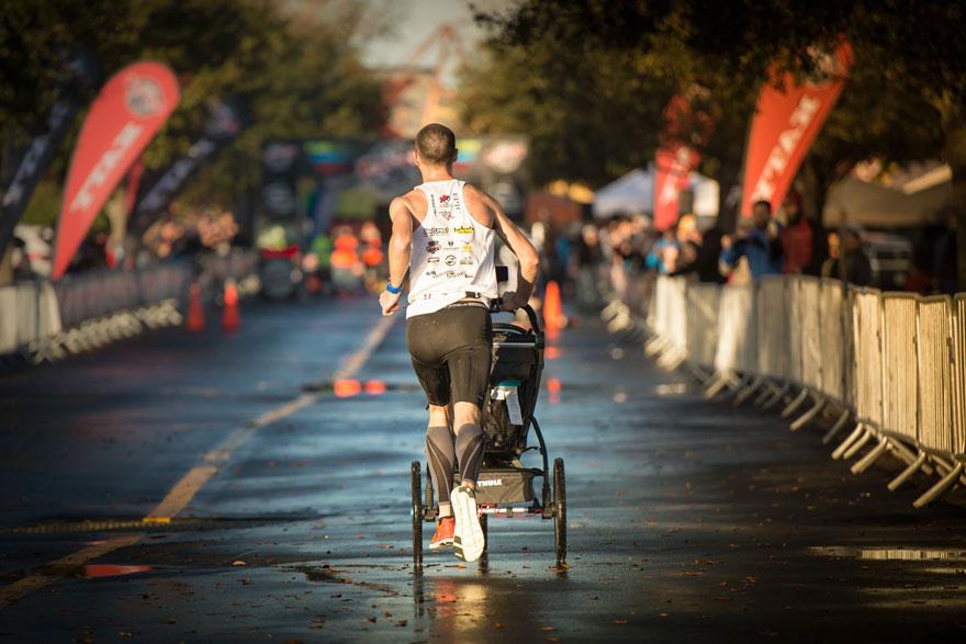 dad-wins-marathon-pushing-stroller-baby-daughter-calum-neff-6