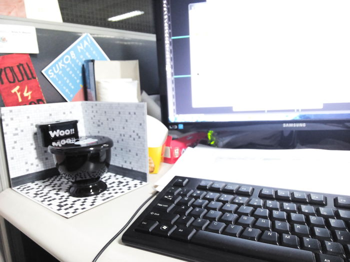 I Made A 'mini-toilet' On My Office Table