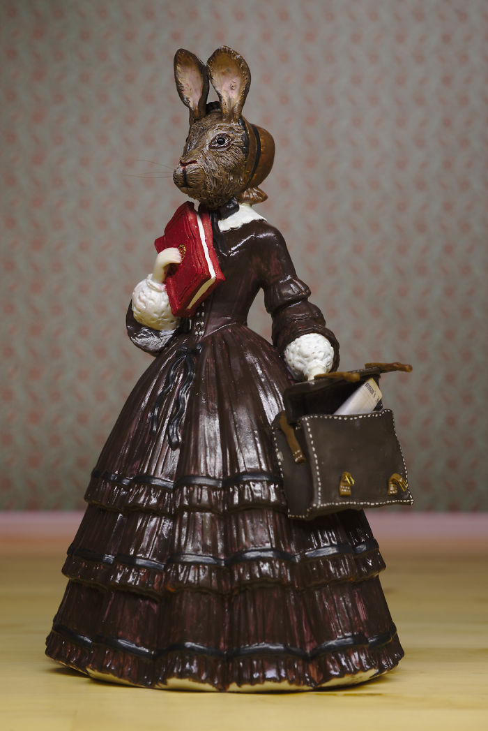 I Transform Vintage Porcelain Figurines Into Famous Author And Animal Hybrids