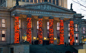 Chinese Artist Covers Berlin'sKonzerthaus With 14,000 Refugee Life Jackets