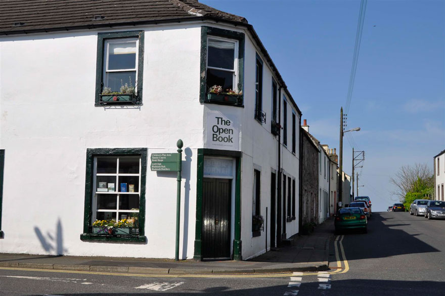 the-open-book-airbnb-bookshop-travel-wigtown-scotland-15