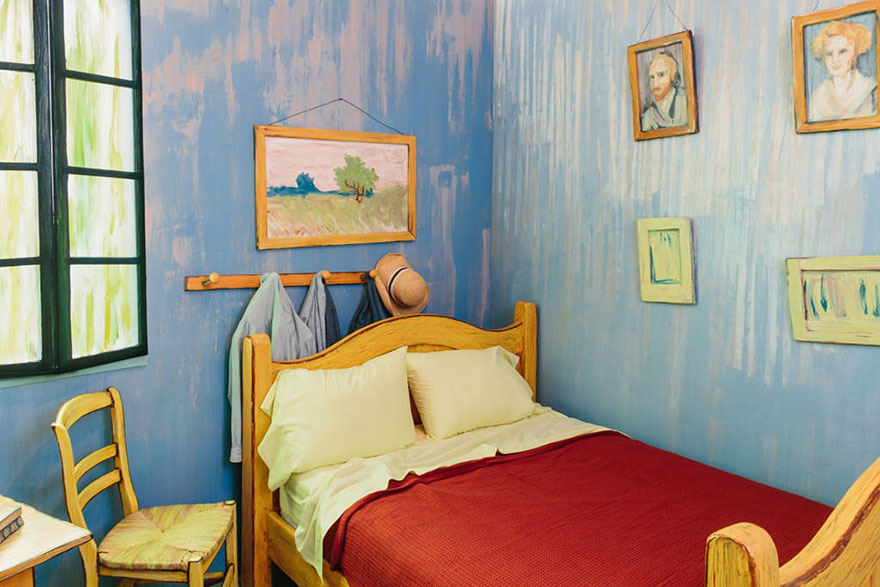 van-gogh-room-airbnb-art-institute-chicago-2