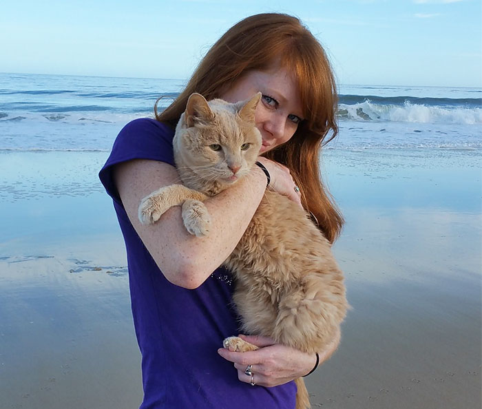 Woman Rescues 21-Year-Old Cat Abandoned By Owner, To Give Him Best Remaining Days