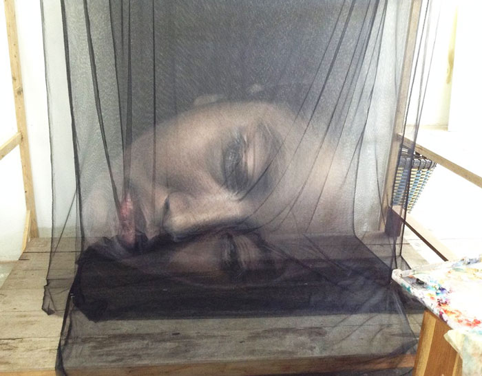 Thai Artist Creates 3D Art By Painting Layers Of Thread And Netting