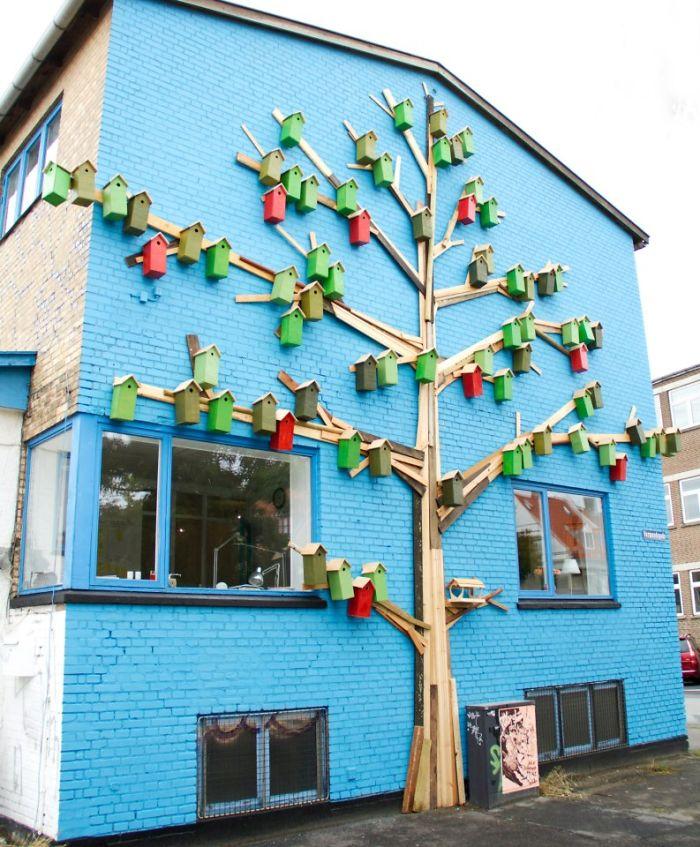El hombre de OKC construye las casas del pájaro para más que apenas pájaros. | KFOR.com