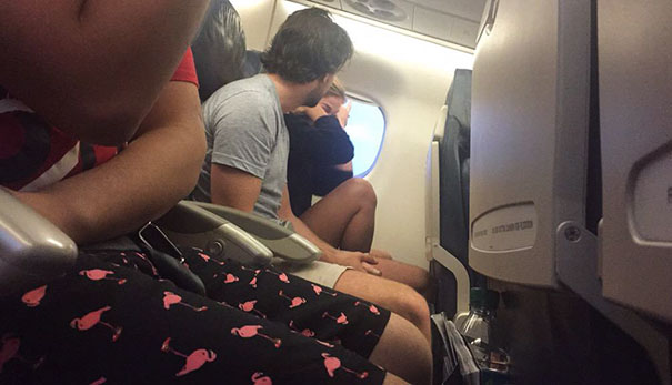 This Guy On The Plane Just Broke Up With His Girlfriend And She's Sobbing