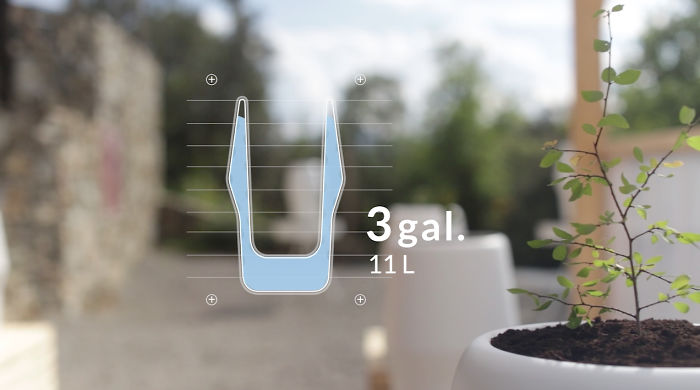 The Water Tank Has A Capacity Of 3 Gallons, Enough To Sustain Your Tree For Up To 20 Days.