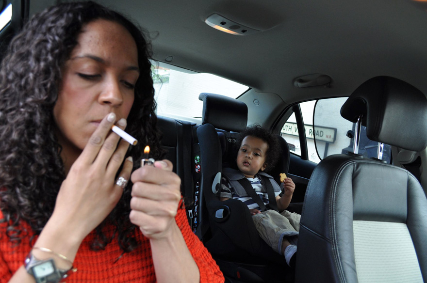 Drivers Might Be Fined For Smoking With Kids In Car