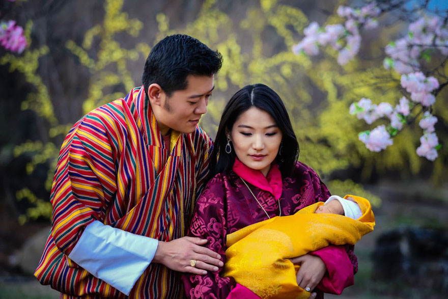 Bhutánčania oslávili narodenie princa vysadením 108 tisíc stromov