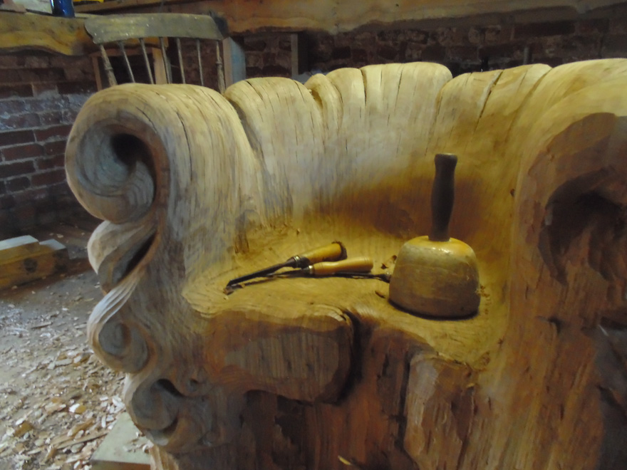 chair-carved-from-single-oak-stump-alex-johnson-4