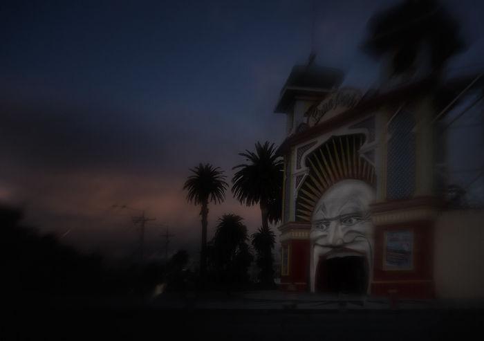 Chris Rimmer Discovers The Dark Side Of Luna Park!