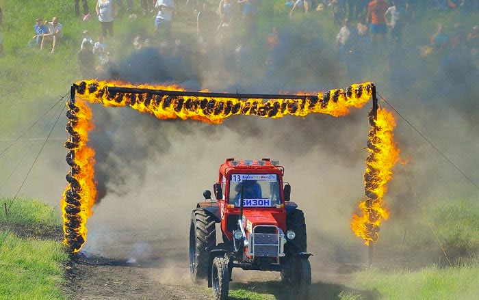 Crazy Russian Tractorists – Real Tractor Off Road Racing