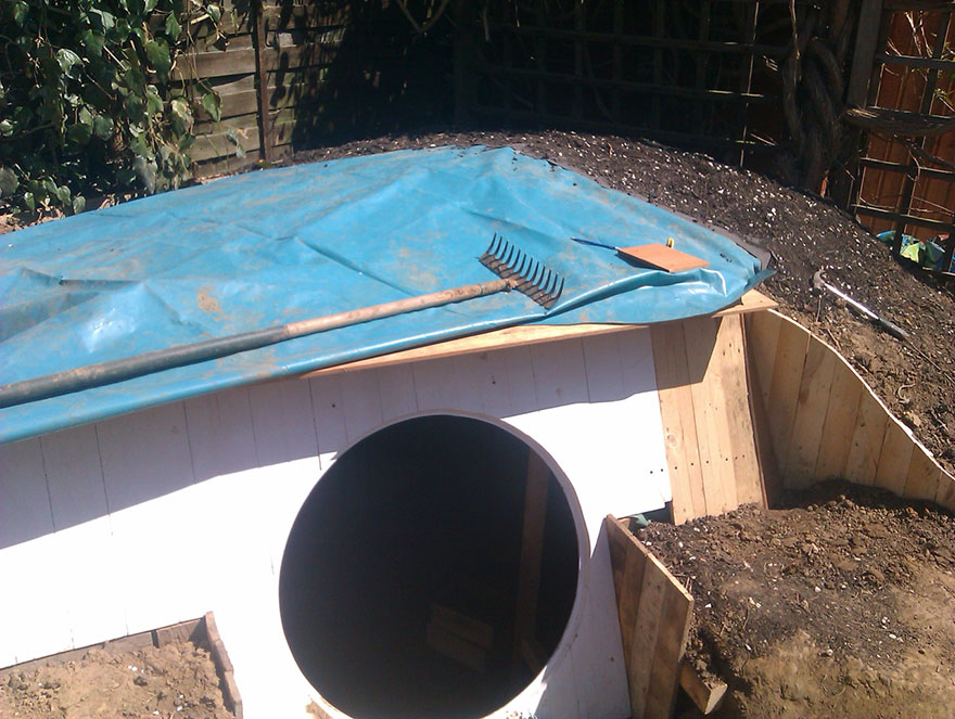 diy-hobbit-house-backyard-ashley-yeates-3
