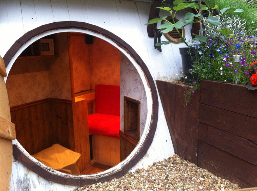 diy-hobbit-house-backyard-ashley-yeates-7