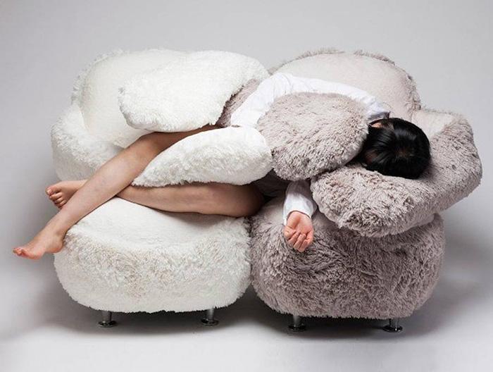 [Image: free-hug-sofa-lee-eun-kyoung-7.jpg]