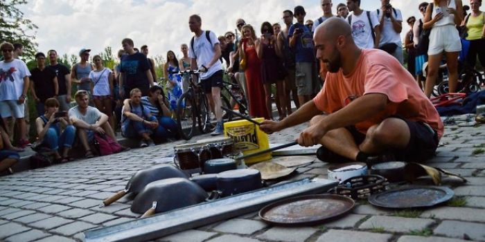 Here's 3 Talented Street Musicians Reinterpreting Techno And Electronic Music In Their Own Way