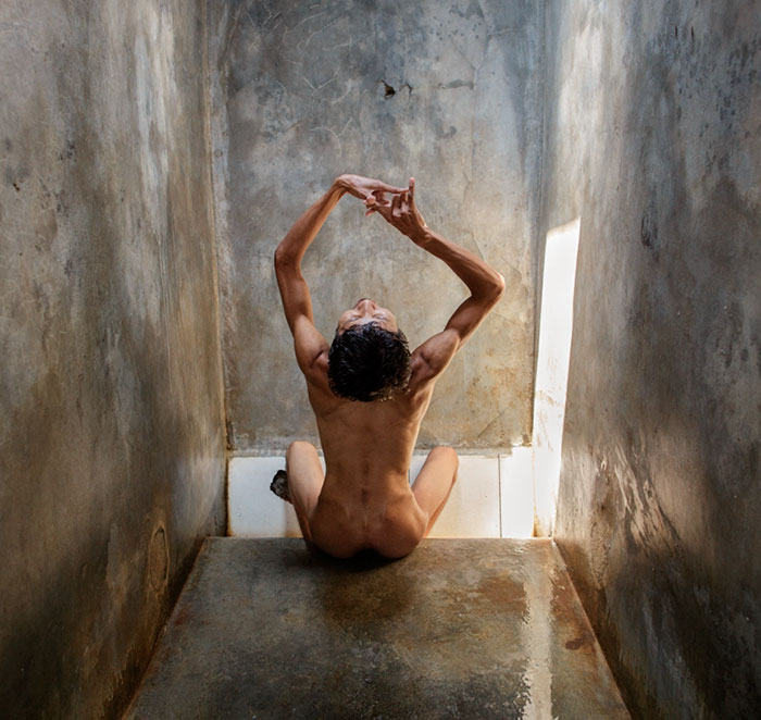 Shocking Photos Of Indonesia's Mentally Ill Patients Show Their Disturbing Living Conditions