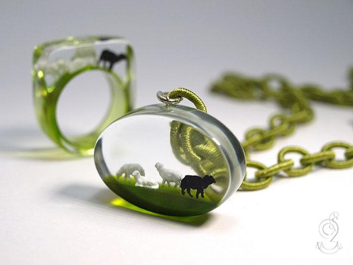 miniature-worlds-inside-jewelry-isabell-kiefhaber-22