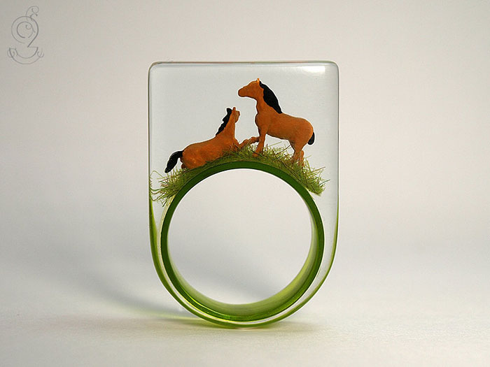 miniature-worlds-inside-jewelry-isabell-kiefhaber-4