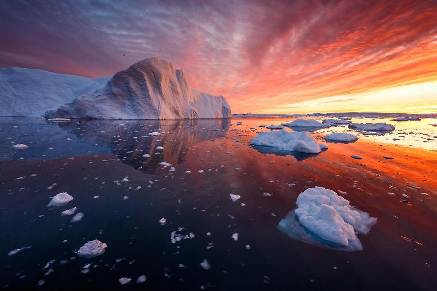 Západ slnka za grónskymi ľadovcami