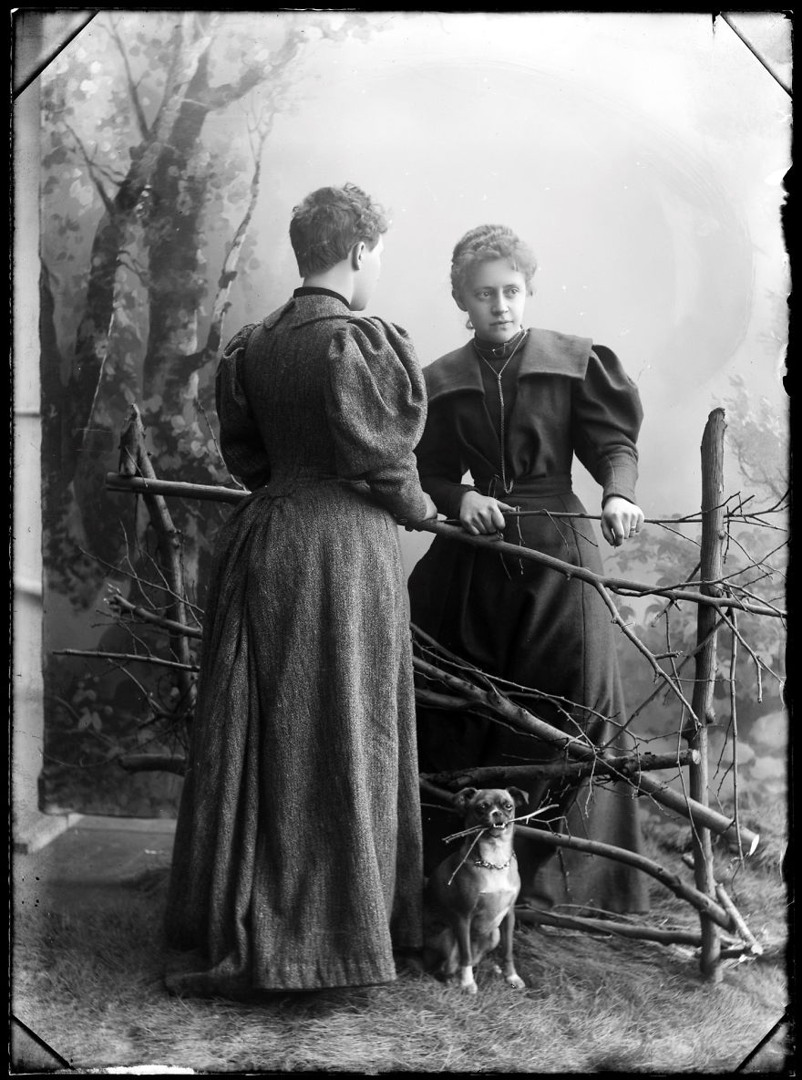 women 100 years ago and women By, alison bouchard, danielle bruno and ashleigh rousselle for the mcminnville 100 year project our group has focused our research on women's roles in yamhill.