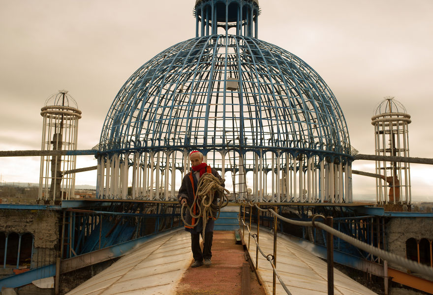 This Man Is Building A Cathedral Out Of Nothing For Almost 50 Years