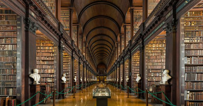 This 300-Year-Old Library Chamber In Dublin Has 200 325208f47