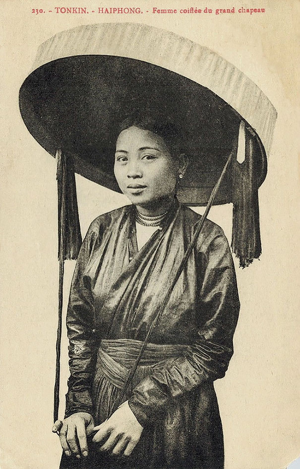 Unknown Tonkin Lady With Big Hat
