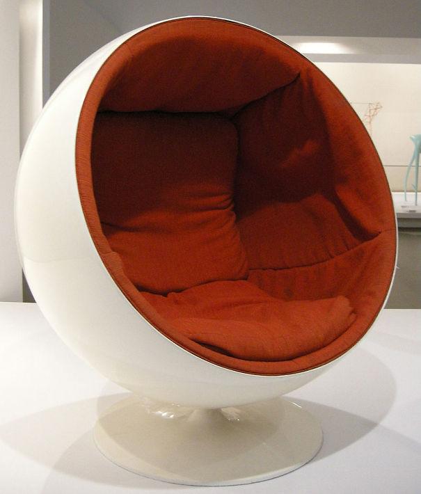 800px-Ngv_design_eero_aarnio_globe_chair_1963-65_01-571a6100addf5.jpg