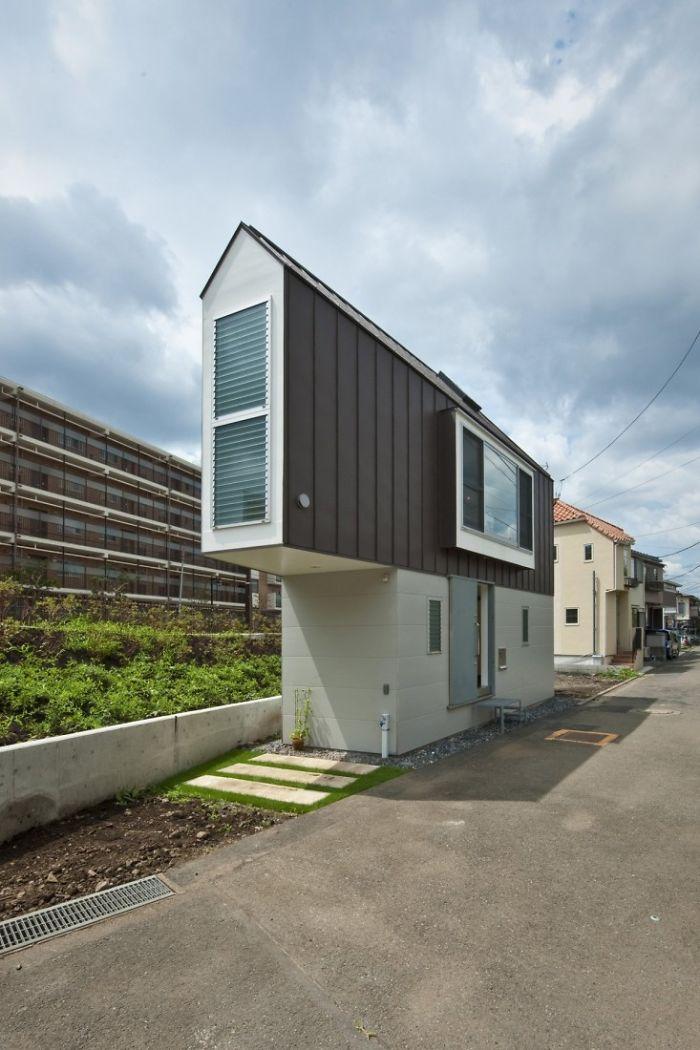 8. Hori No Uchi House In Suginami (http://www.dezeen.com/2011/10/31/house-in-horinouchi-by-kota-mizuishi/)