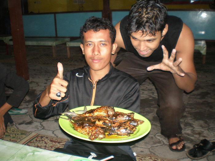 Depok Beach In Yogyakarta With Cheap Delicious Foods