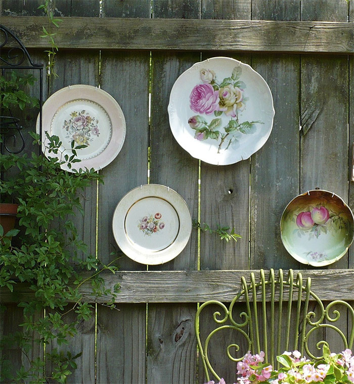 Plates Fence Decor