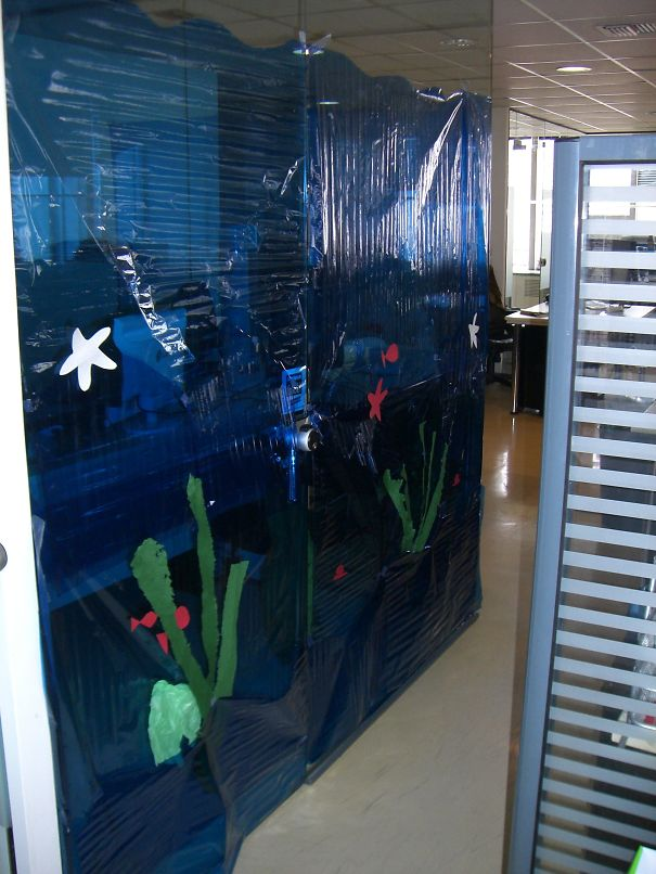 Turn Your Co Worker Cubicle Into An Aquarium