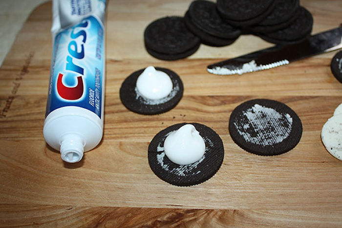 Replace Oreo Cream With Toothpaste (Make Sure The Toothpaste Is Non-Toxic)