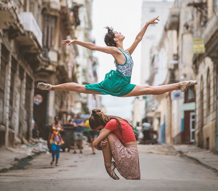 Ballet Dancers Practicing On The Streets Of Cuba (24 pics)