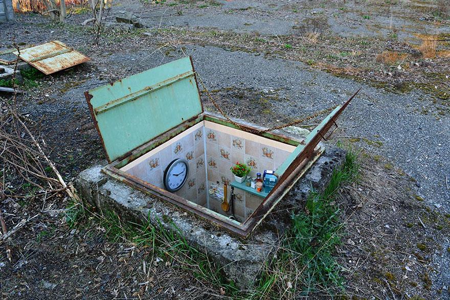 manhole-secret-rooms-underground-borderlife-biancoshock-milan-italy-3