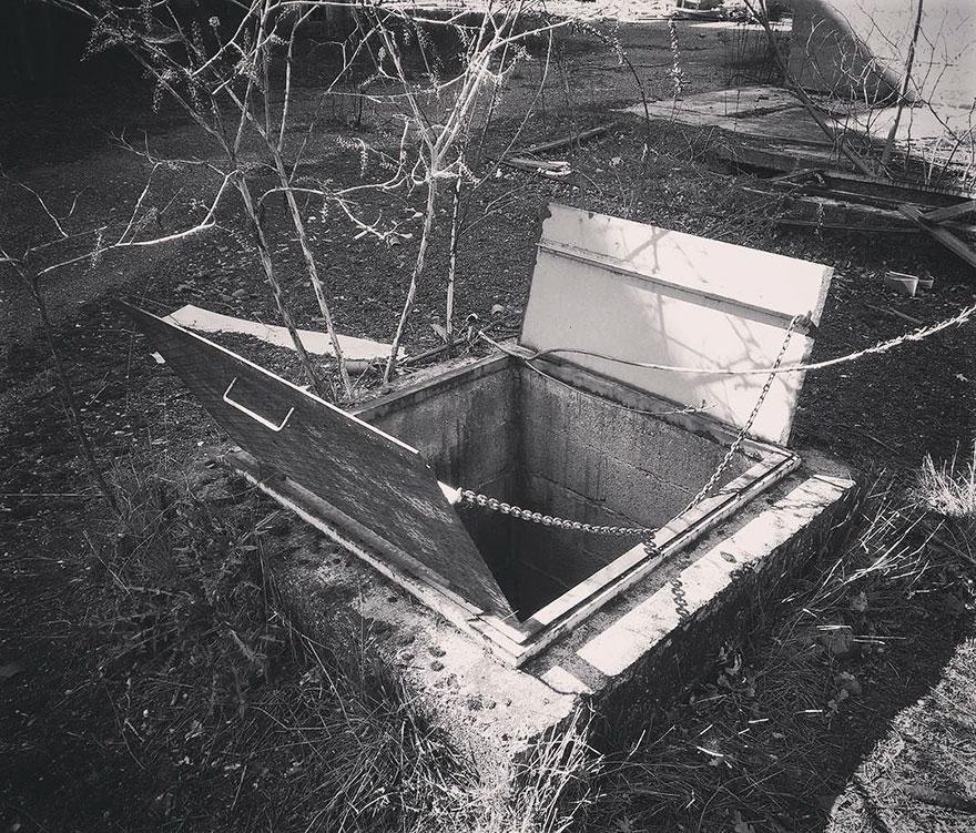 manhole-secret-rooms-underground-borderlife-biancoshock-milan-italy-5