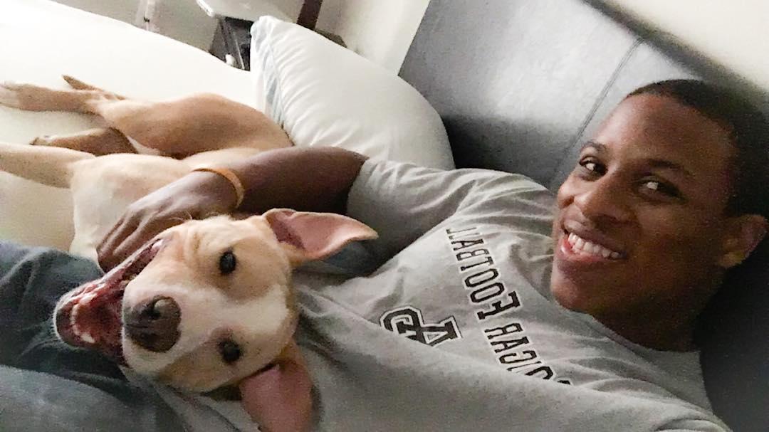nfl-player-adopts-pit-bull-smiling-dog-selfie-declan-terrell-watson-9