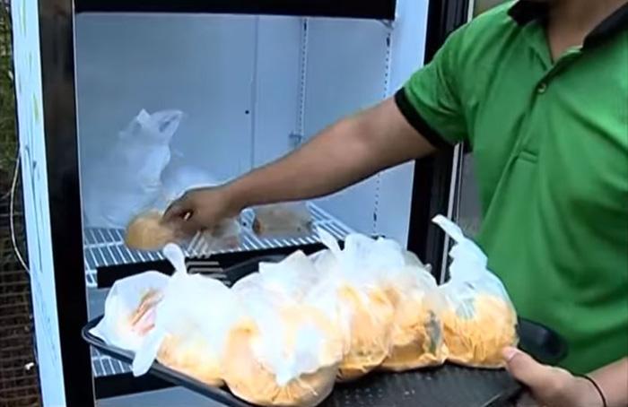 public-street-fridge-for-homeless-india-3