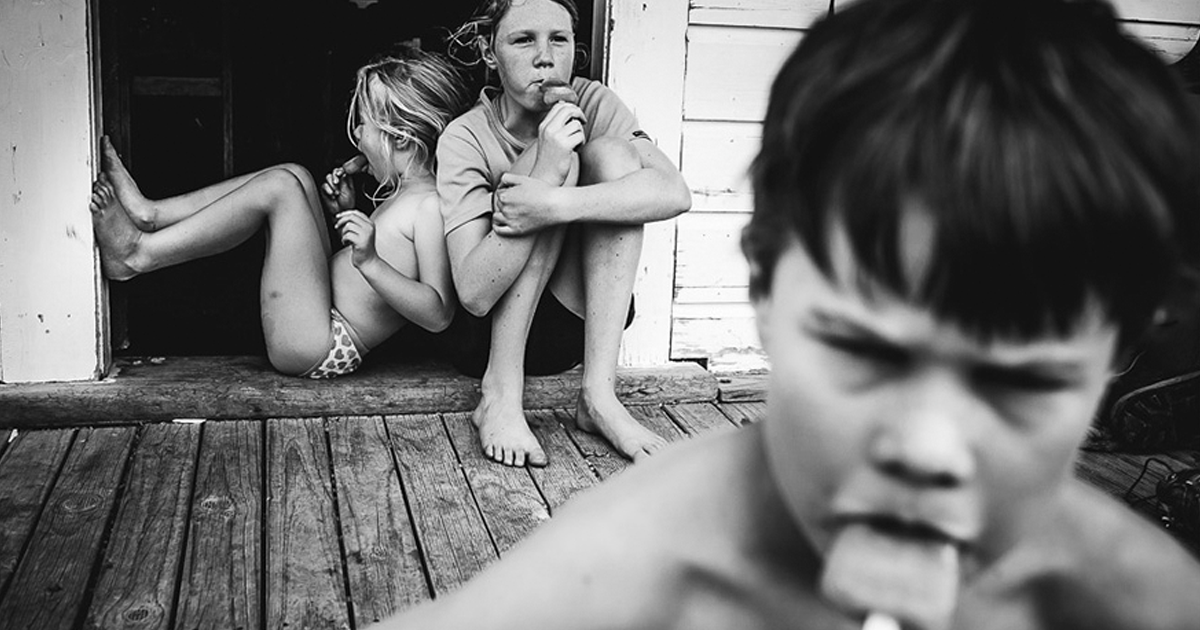 Photographer Mom Documents Her Kids' Childhood Without Electronic Devices