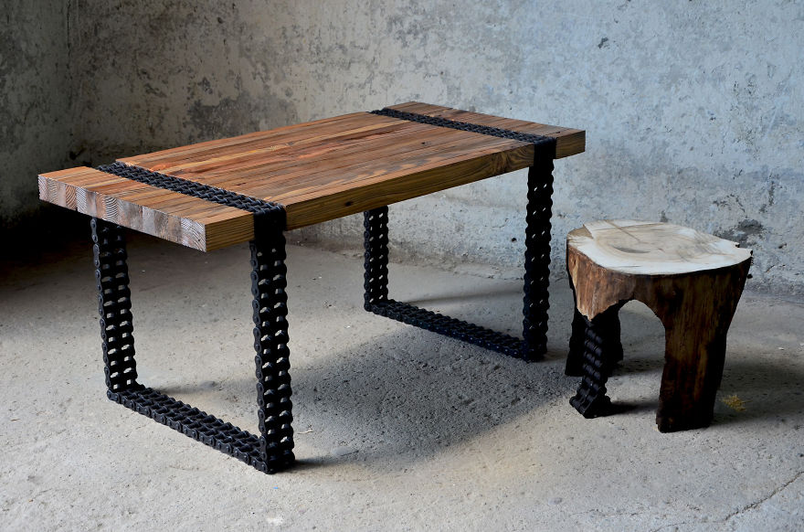 We turned old wood and rusty chain into a coffee table for Table za stolove