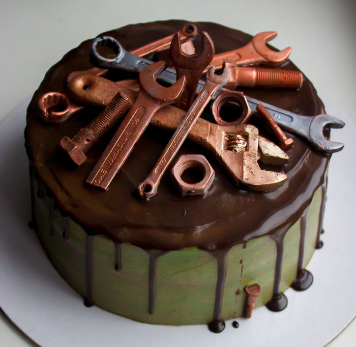 I Made Chocolate Tools To Decorate A Cake