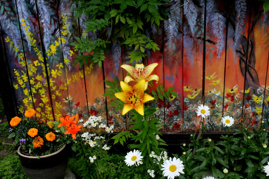 I Revived Our Old Garden Fence By Painting Vivid Flowers