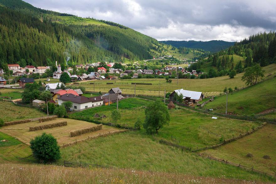 Iacobeni, Romania